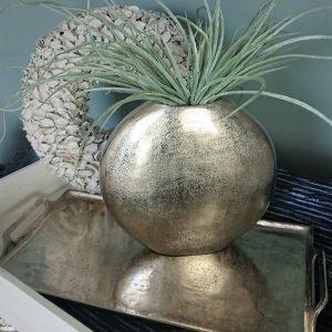 Runde, flache silberfarbige Vase aus Aluminium Guss