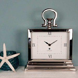 silberne Uhr elegant
