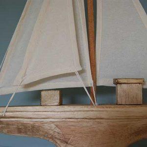 Segelboot handgefertigt